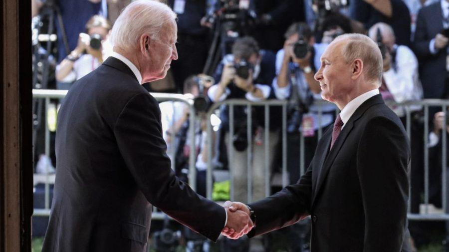 Biden y Putin tras la cumbre en Suiza.