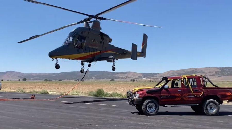 Toyota Hilux lanzada desde helicóptero