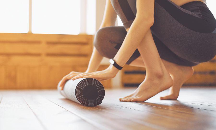 El yoga cultiva las formas de mantener una actitud equilibrada en la vida cotidiana y dota de capacidad en el desempeño de las acciones propias (B. K. S. Iyengar).