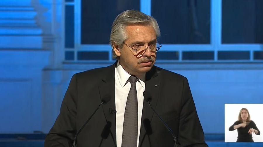 El Presidente, en su discurso por las víctimas del Covid-19 en el CCK.