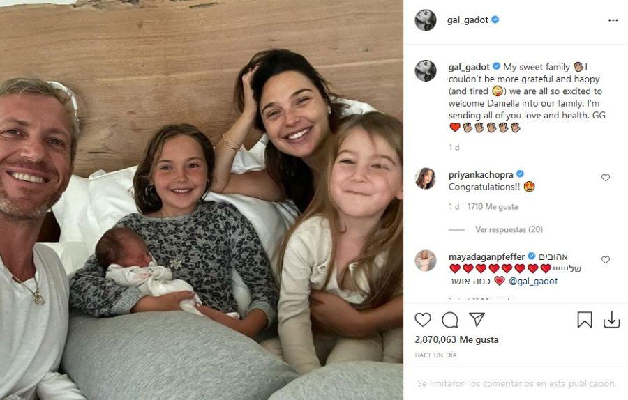 Gal Gadot presentó por primera vez a hija junto a toda su familia