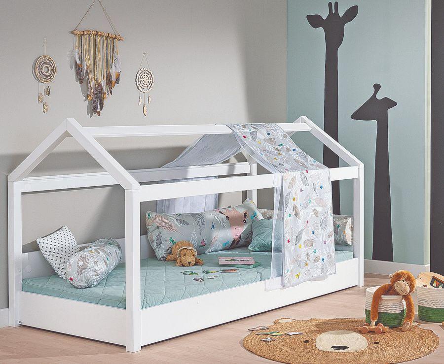 Las habitaciones Montessori suelen ser espacios diáfanos y con luz natural. No llenar el dormitorio con demasiados muebles y juguetes.