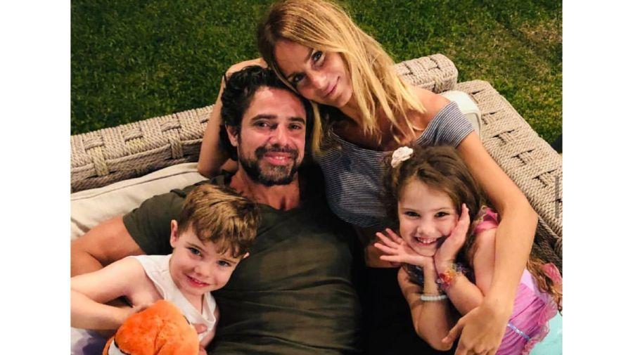 historias Sabrina y foto familia 0705
