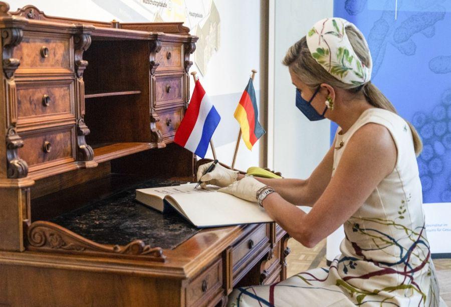 Pablo Piatti, el artista argentino que intervino el vestido que usó Máxima Zorreguieta