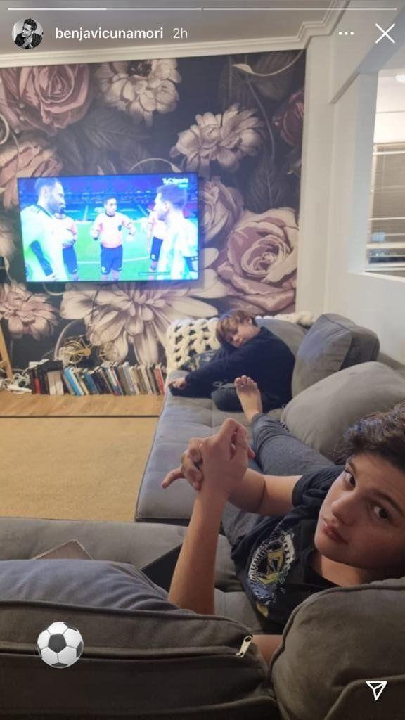 Benjamín Vicuña compartió una foto con sus hijos y mostró su particular living