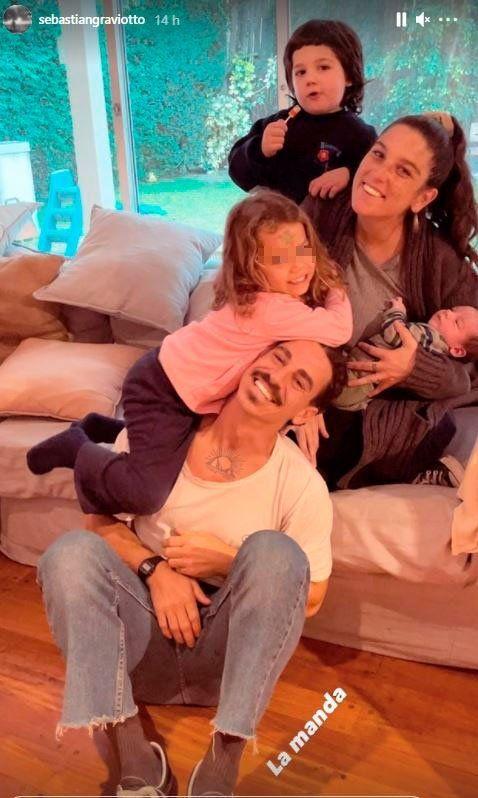 Luego del nacimiento de su bebé, Juana Repetto compartió una foto de la familia ensamblada con su pareja