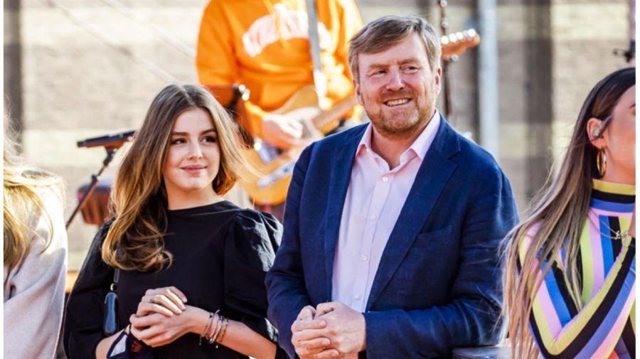Alexia junto a su padre, el rey de los Países Bajos