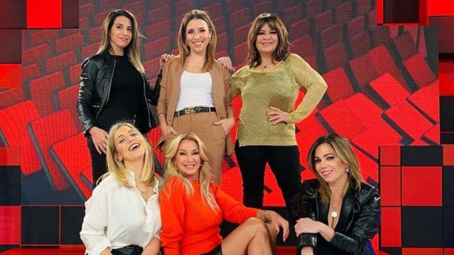 Las angelitas: Andrea Taboada,Maite Peñoñori,Cinthia Fernández,Mariana Brey, Yanina Latorre y Pía Shaw 3007