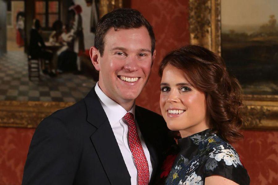 Polémica en la corona: Jack Brooksbank, marido de Eugenia de York, en un yate con modelos