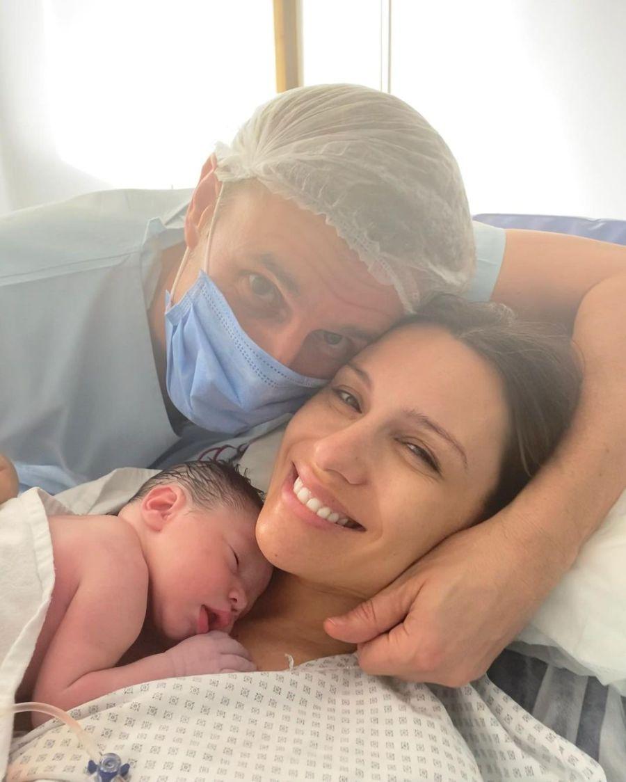 Las mejores fotos de Ana, la hija de Pampita, a dos semanas de su nacimiento
