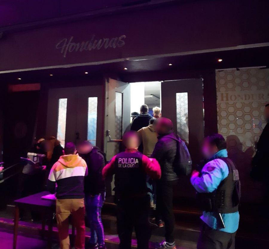 Desbarataron fiestas clandestinas en Villa Crespo y Palermo
