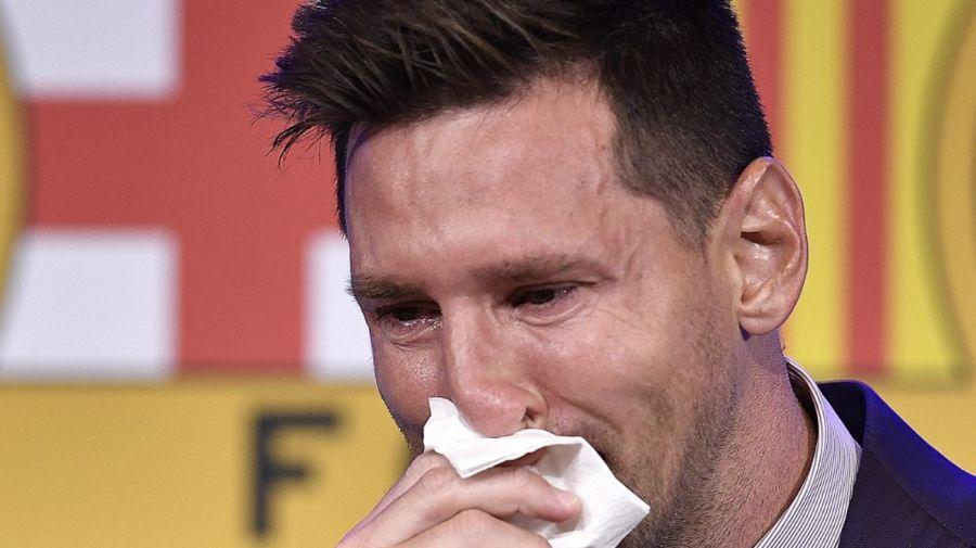 Messi llora en su conferencia de prensa en Barcelona.