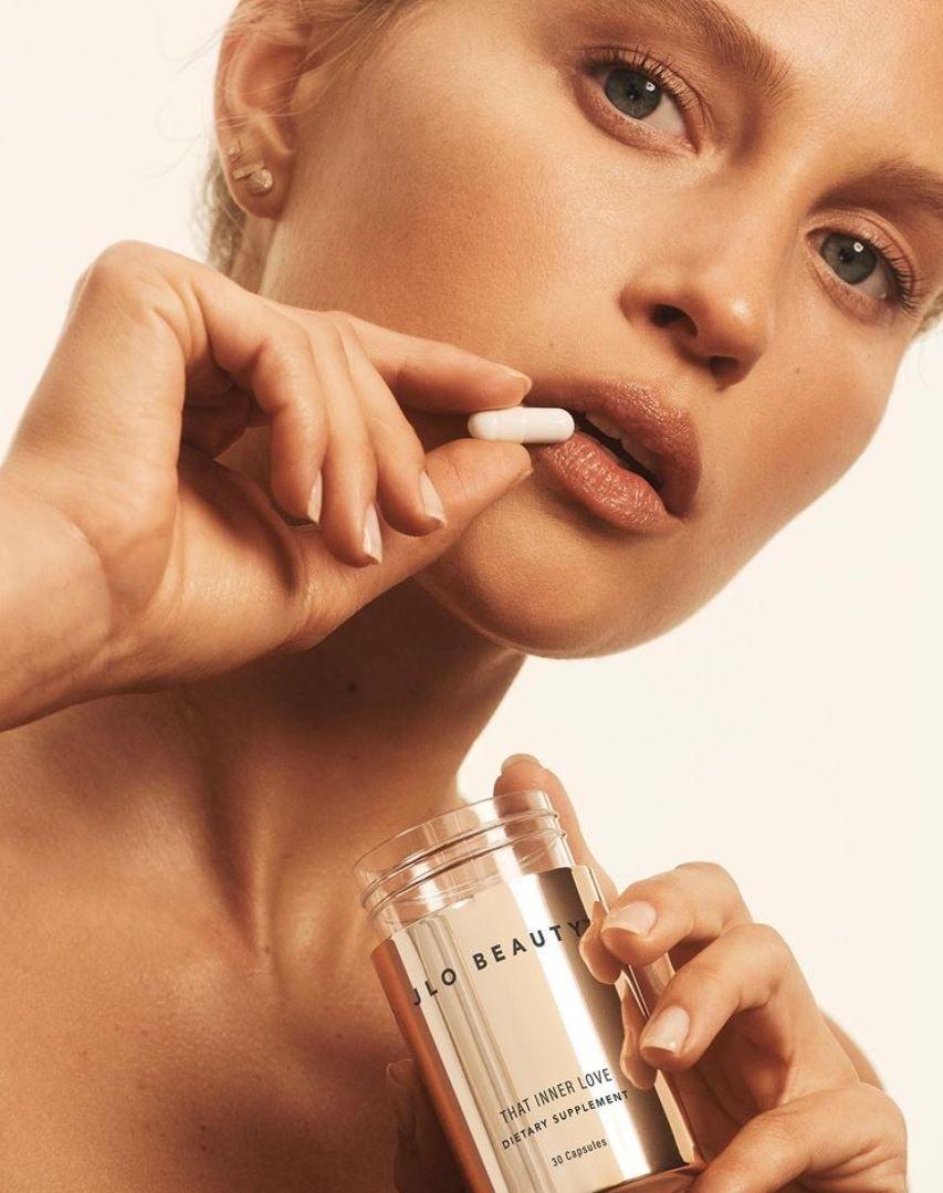 Jennifer López comparte detalles de su línea de belleza