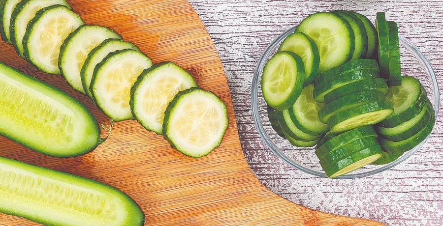 La frescura que proporciona el pepino se aprovecha en ensaladas, salsas o cremas y sopas frías como el clásico gazpacho