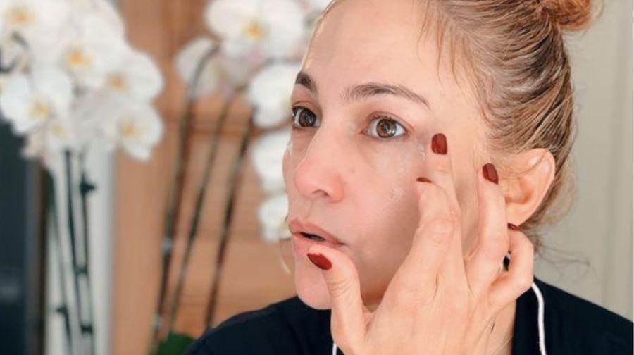 La técnica que aplica Jennifer López para cuidar su piel a los 52 años