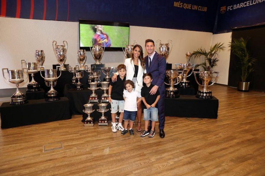 Messi en familia el día de su despedida del Barcelona