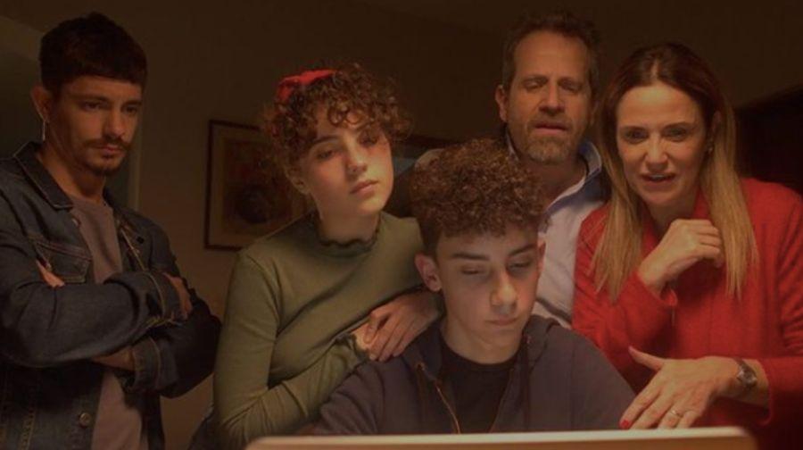 Todos tenemos un hijo en el placard: Una película que demuestra las relaciones tensas entre padres e hijos.