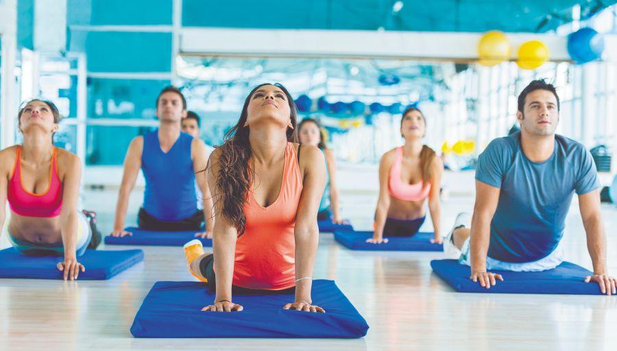 No solo te hacen doler la espalda. las malas posturas acentúan la papada, aumentan las arrugas, afectan la circulación y hasta la digestión