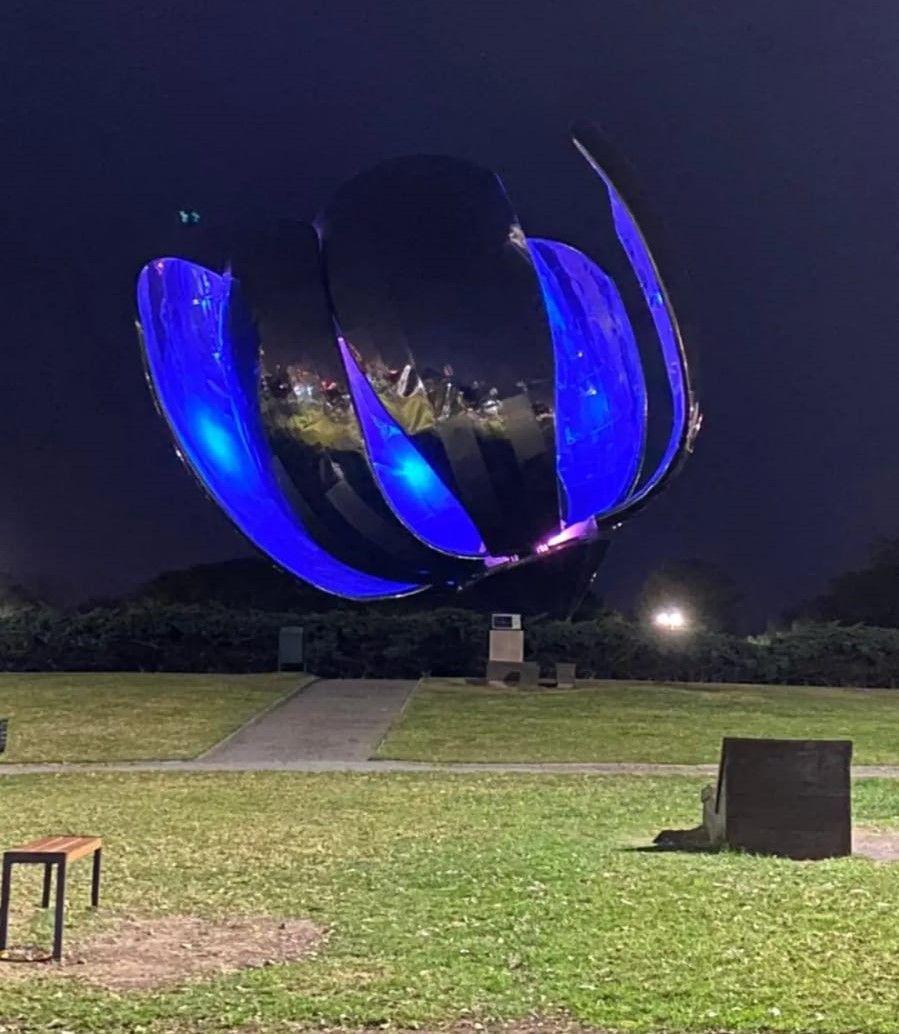 Argentina celebra la independencia de Uruguay y alumbra monumentos de azul