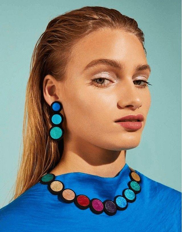 Collares, anillos, pulseras y aros exclusivos, realizados con materiales reciclados conforman esta propuesta de joyería de Autoría, una marca que apunta al arte de autor argentino