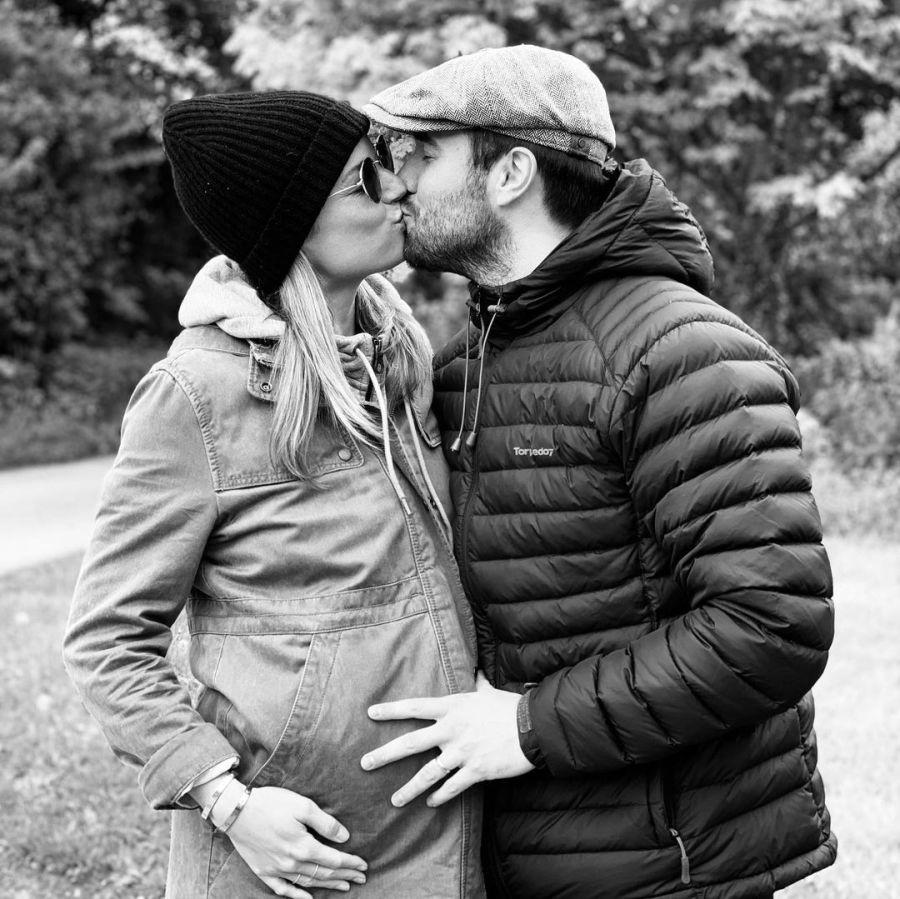 Emily VanCamp y Josh Bowman, de