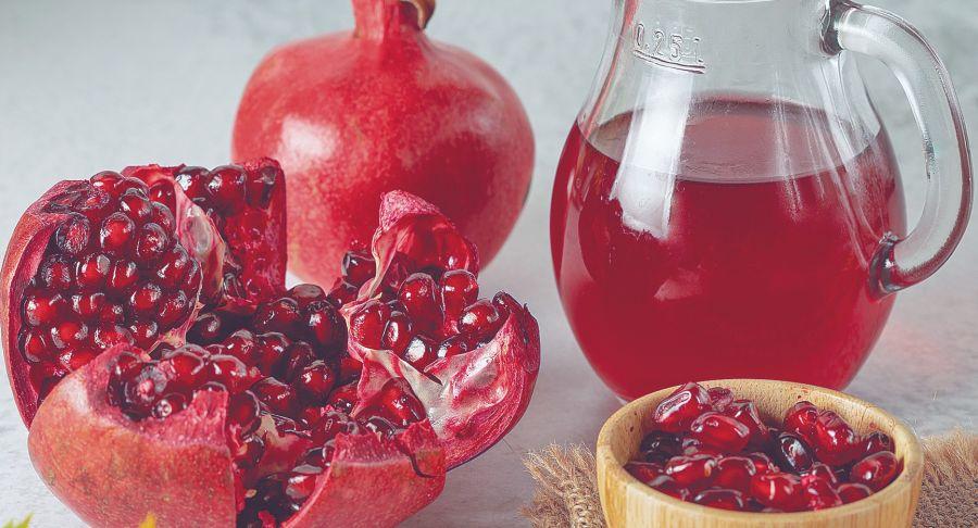 Es rica en vitaminas A y B6 además contiene calcio, fósforo y manganeso