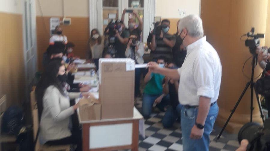 El candidato del peronismo, Fabián Ríos, al votar este domingo en las elecciones correntinas.