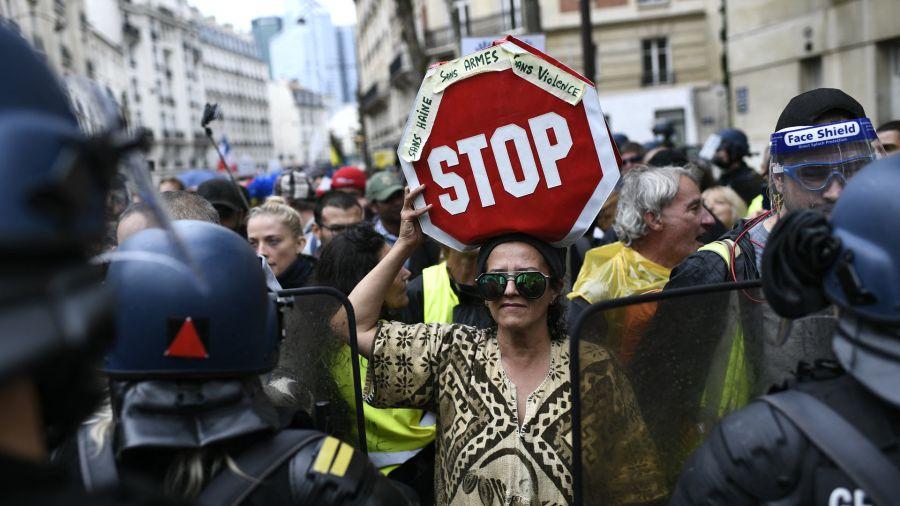 Fotogaleria Francia manifestación, que forma parte de una jornada nacional de protesta contra la tarjeta sanitaria obligatoria Covid-19 para acceder a la mayor parte del espacio público