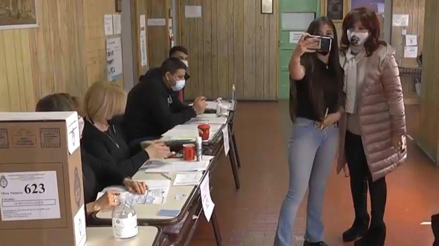 La vicepresidenta Cristina Kirchner, votando en las PASO en Santa Cruz.