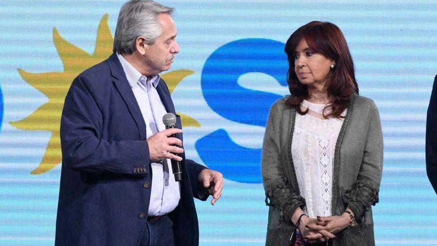 Alberto Fernández bajo la mirada de Cristina Kirchner