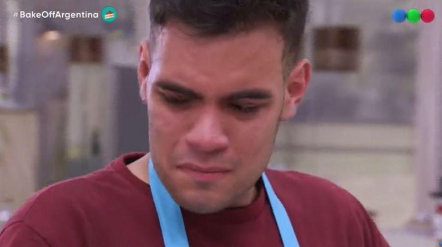 BakeOff: uno de los participantes vivió su peor noche y terminó llorando