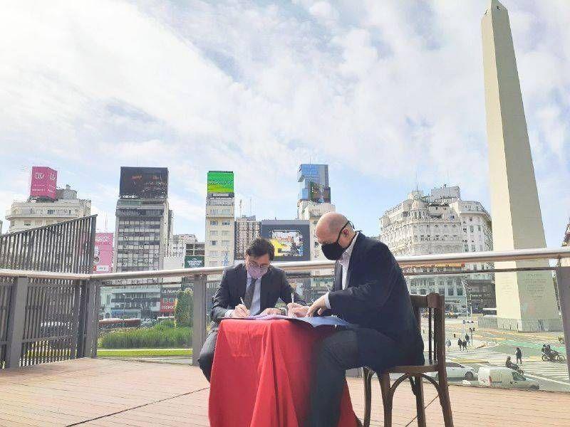 Carlos Rottemberg y Jorge Fontecchia le dan la bienvenida a VIVO