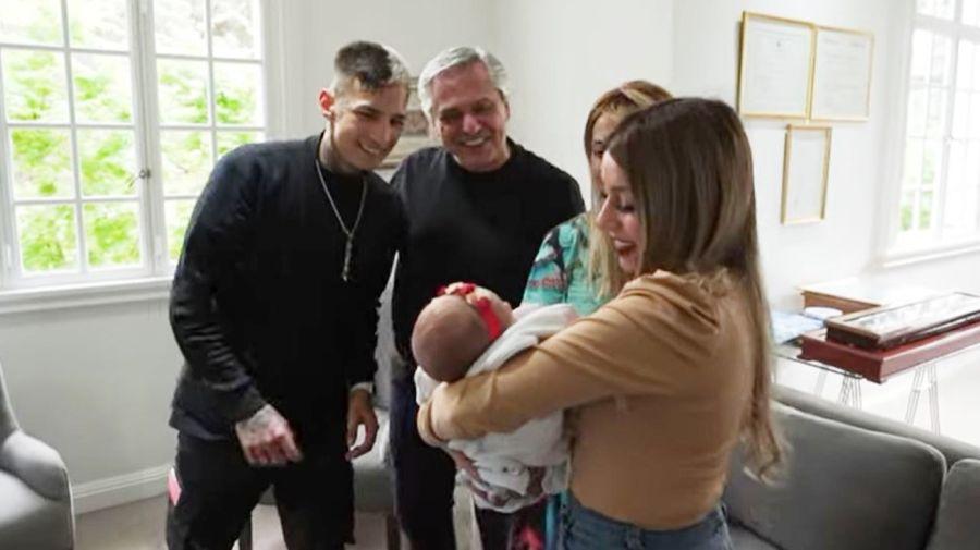 L-Gante con Alberto Fernandez, Fabiola Yanez, su novia y su hija