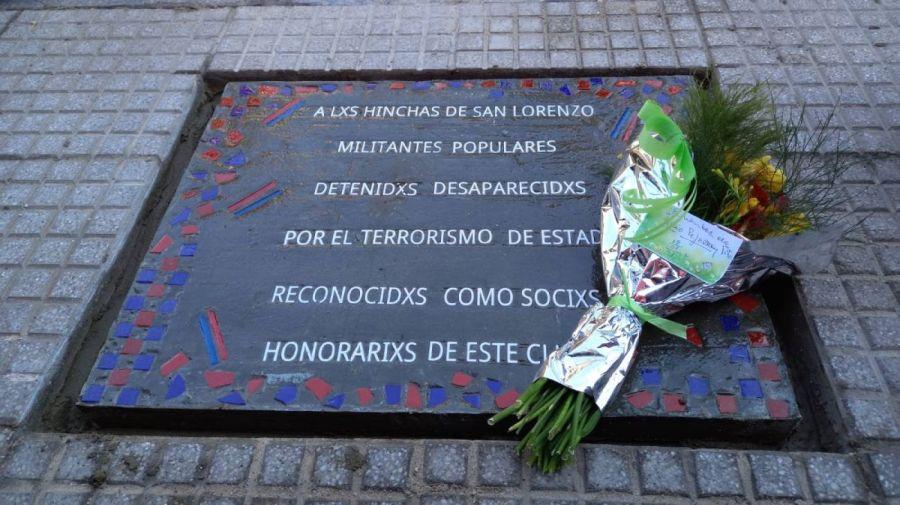 San Lorenzo: baldosa en homenaje a sus víctimas