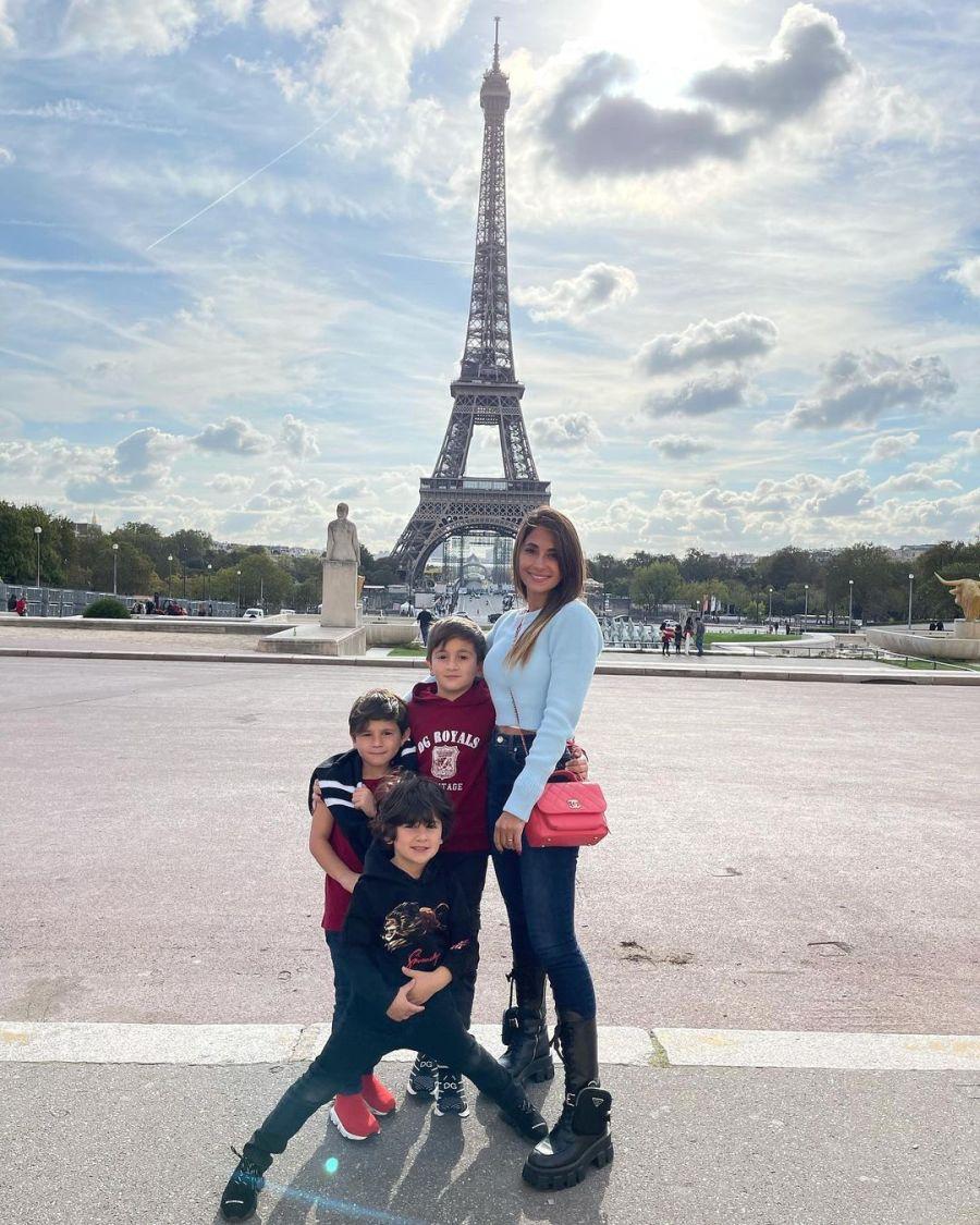 Antonela Roccuzzo, como una turista en París: paseó con sus hijos y mensaje para Messi