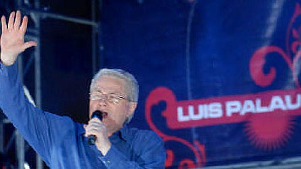 Luis Palau habla en la 9 de Julio. Reunió más gente que todos los políticos argentinos juntos.