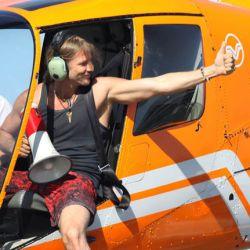 Subiéndose al helicóptero