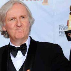 James Cameron recibe el globo de Oro a Mejor Director por Avatar