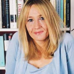 La escritora británica J.K. Rowling