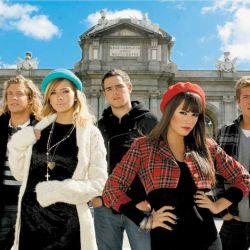 Nicolás Riera, Eugenia Suárez, Peter Lanzani y Gastón Dalmau en la Puerta de Alcalá