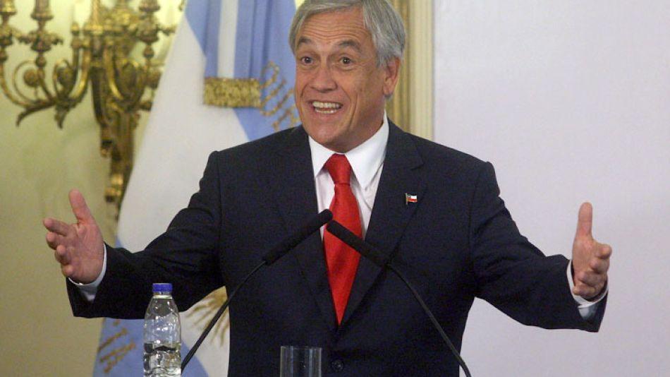 """Piñera elogió la valentía de Cristina durante los temblores de su ceremonia de asunción: """"Se quedó más tranquila que muchos de sus colegas varones""""."""