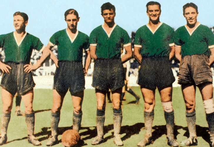 Maril, Borgnia, Sarlanga, Gandulla y Emeal, la gran delantera de Ferro en 1938. /CeDOC