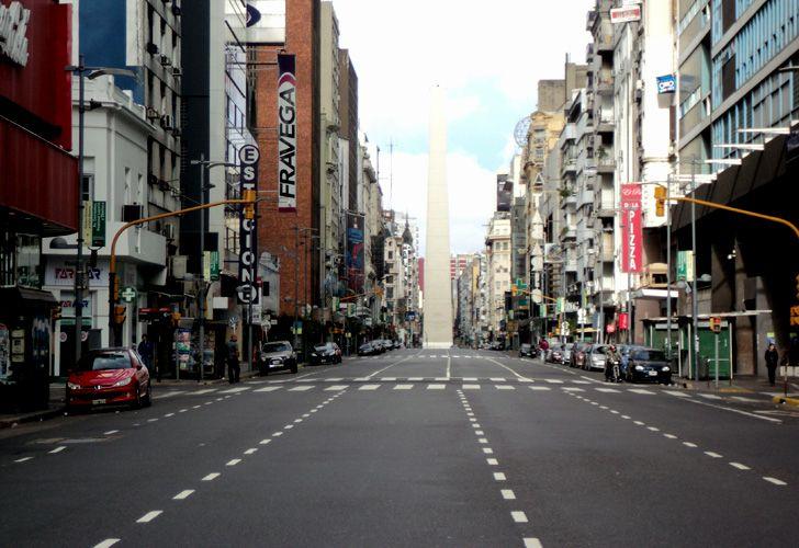 La avenida Corrientes, desierta.