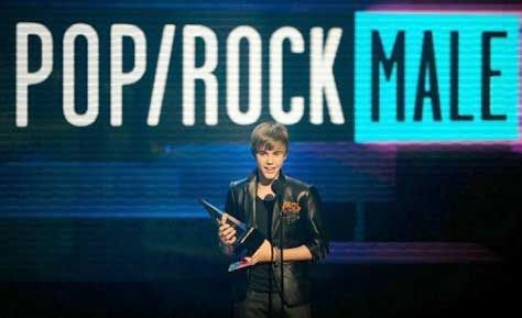 JUSTIN BIEBER AMERICAN MUSIC AWARDS 2010