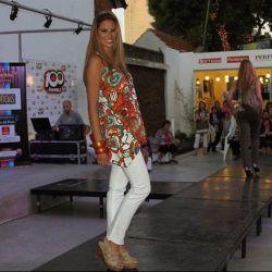 Muchas personas disfrutaron del desfile de la agencia de modelos Anabella Pagni, Peccato, Matrix, María López y Tejidos Liberati