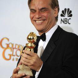 El escritor y guionista Aaron Sorkin con su premio de Mejor Guión por La Red Social – Foto: EFE