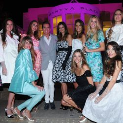 Jorge Ibañez con las modelos