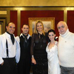 Máxima Zorriagueta con Esteban Domenichini, Gabriela Amalfitani, Junior Cervila y el productor ejecutivo del espectáculo Carlos Patane