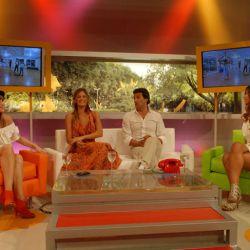 En el living, Paula entrevistó junto con Connie Ansaldi (panelista) a la última eliminada del reality, Xoana González