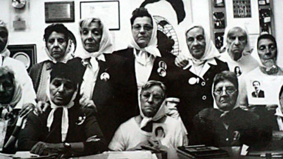 Imagen de Madres de Plaza de Mayo Línea Fundadora a inicios de los '90.